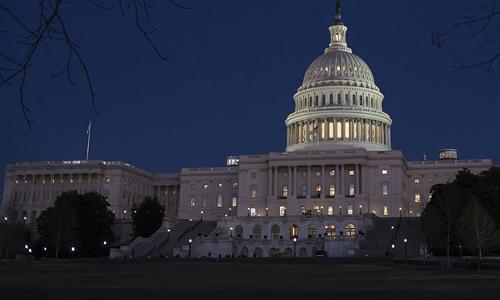 Tòa nhà quốc hội Mỹ đêm 19/1. Ảnh: AP.