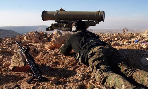 Tay súng YPG ngắm bắn tên lửa Metis-M. Ảnh: Wikipedia.