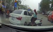 Cô gái tông xe máy vào ôtô 3 lần để trả thù sau va chạm