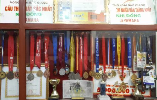 Bộ sưu tập huy chương ở nhà riêng Quang Hải. Ảnh: Quang Chiến