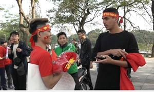 Người Hà Nội kiếm tiền triệu từ trang phục cổ vũ U23 Việt Nam