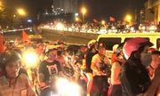 Vác xe thoát khỏi nhiều tuyến đường Sài Gòn kẹt cứng đêm khuya