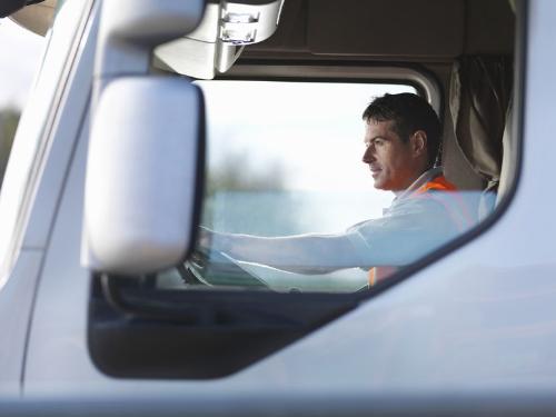 Không phải ngẫu nhiên mà nghề lái xe tải và xe khách được xếp vào một trong những nghề nguy hiểm nhất hiện nay.