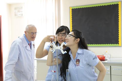 Nữ sinh Việt Nam tốt nghiệp kỳ thi tú tài quốc tế với toàn điểm A - 1