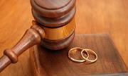 Có nên quyết ly hôn dù chồng dọa hành hạ cả gia đình?