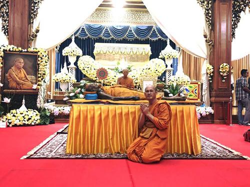 Thi hài ông Pian được đặt tại ngôi chùa nơi ông tu hành.Ảnh:Asia Wire