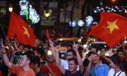 Người dân tràn ra đường hò reo chiến thắng của U23 Việt Nam