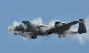 Cường kích A-10 Mỹ nã đạn xuyên giáp trong diễn tập