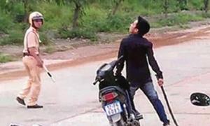 Người đàn ông tấn công cảnh sát khi bị đo nồng độ cồn