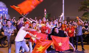 Hàng nghìn người tìm đường sang Trung Quốc cổ vũ đội tuyển U23