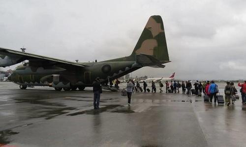 Đài Loan sử dụng vận tải cơ quân sự C-130 để chuyên chở người dân. Ảnh: Taiwan News.