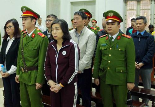 Các bị cáo nghe đọc cáo trạng vào sáng 24/1. Ảnh: Vietnamplus