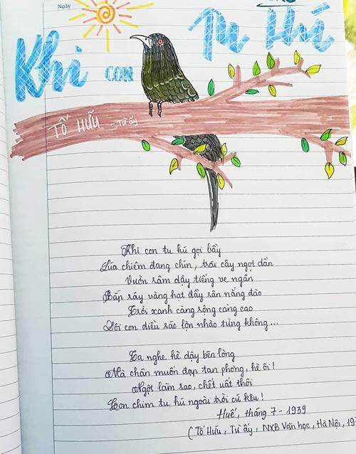 Những bài thơ giàu hình ảnh, phong cảnh thiên nhiên càng khiến Vân Anh thích thú bởi cô được thỏa sức vẽ và trang trí. Nhiều bạn trong lớp em cũng thích nên hay mượn vở của em để ôn bài, Vân Anh chia sẻ.