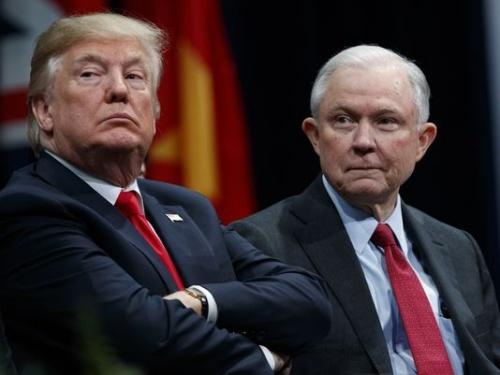 Tổng thống Mỹ Donald Trump và Bộ trưởng Tư pháp Jeff Sessions. Ảnh: AP.