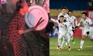 Cụ bà vác mâm xuống phố ăn mừng U23 Việt Nam chiến thắng