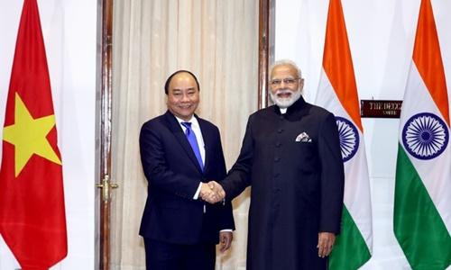 Thủ tướng Nguyễn Xuân Phúc và Thủ tướng Narendra Modi trước khi hội đàm. Ảnh: VGP.