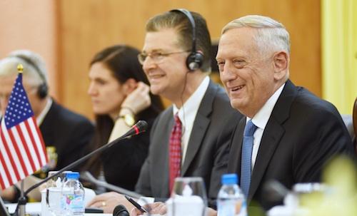 Bộ trưởng Quốc phòng Mỹ phát biểu tại hội đàm. Ảnh: Giang Huy.