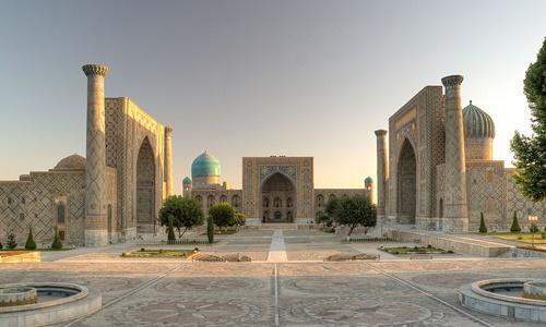 Quảng trường Registan ở thành phố Samarkand, Uzbekistan. Ảnh: Wikipedia.