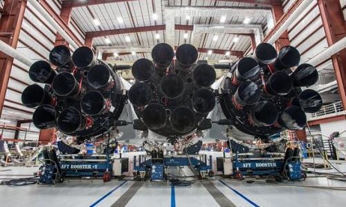 27 động cơ Merlin của tên lửa Falcon Heavy. Ảnh: SpaceX.