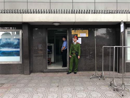 Cửa làm thủ tục visa sáng nay tại Đại sứ quán Trung Quốc ở Hà Nội. Ảnh:Ngọc Thành