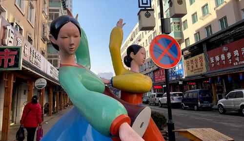 Khu vực được gọi là đường Kyoro, nơi từng tấp nập người Triều Tiên đến mua hàng để mang về nước bán lại. Ảnh: CNN.