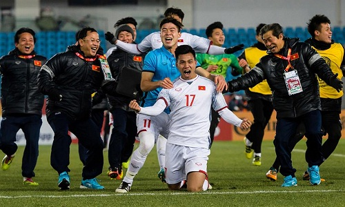 Các cầu thủ U23 Việt Nam ăn mừng chiến thắng giành vé vào chung kết hôm 23/1. Ảnh: AFC,