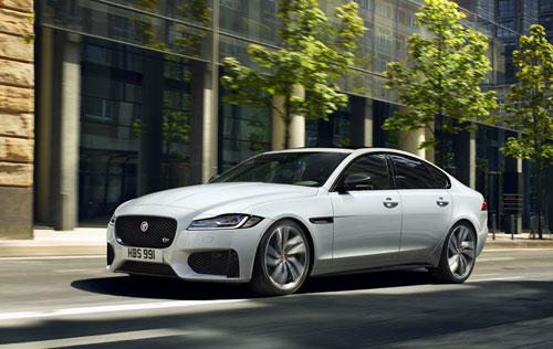 Đèn pha LED với dải chữ J đặc trưng của Jaguar.