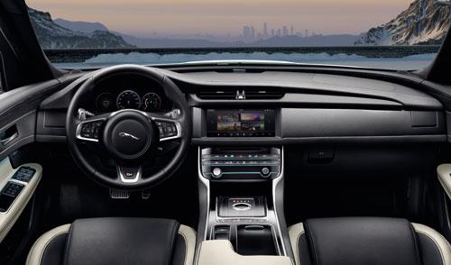 Khoang lái sang trọng tích hợp các tính năng công nghệ hiện đại.
