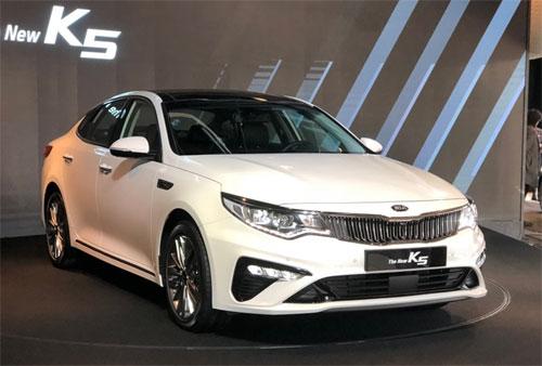 Optima phiên bản nâng cấp vừa ra mắt tại Hàn Quốc hôm 25/1. Ảnh: Motorgraph.