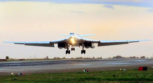 Một chiếc Tu-160 đang hạ cánh. Ảnh:Sputnik.
