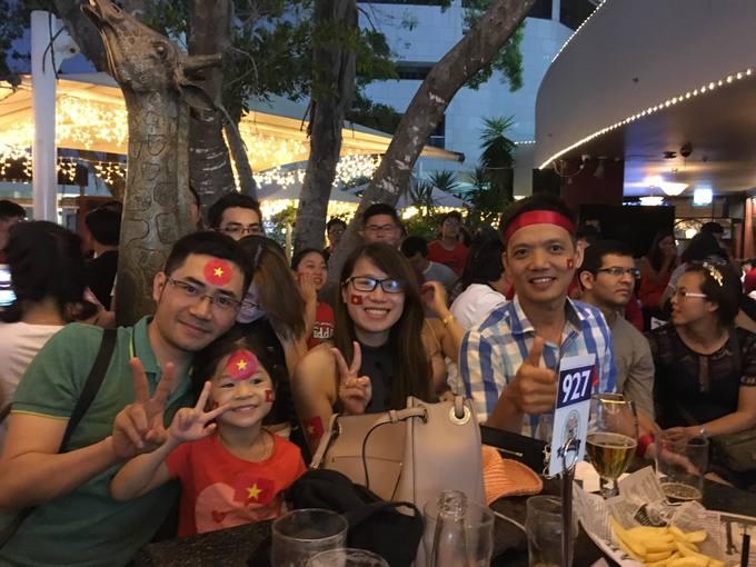 Người Việt khắp 5 châu cổ vũ đội tuyển U23