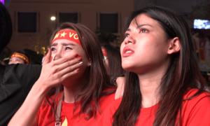Nước mắt cổ động viên khi U23 Việt Nam thua phút cuối