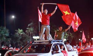 Người dân vẫn nhảy nhót sau trận thua của U23 Việt Nam
