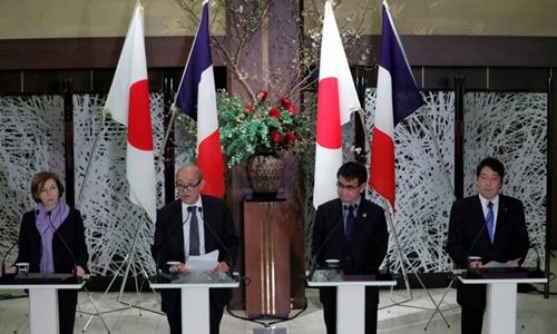 Từ trái qua Bộ trưởng Quốc phòng Pháp Florence Parly, Ngoại trưởng Pháp Jean-Yves Le Drian, Ngoại trưởng Nhật Taro Kono và Bộ trưởng Quốc phòng Nhật Itsunori Onodera. Ảnh: Reuters.