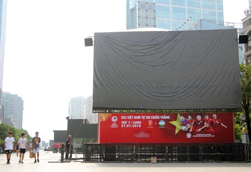 Một màn hình led tại phố đi bộ. Ảnh: Duy Trần