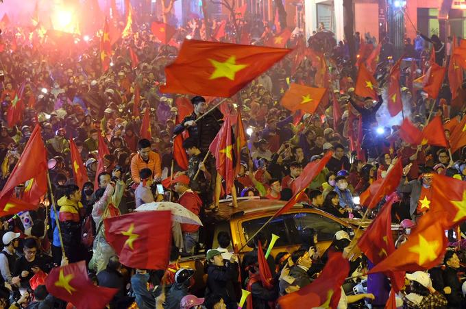 Những cung bậc cảm xúc của cổ động viên Việt Nam - ảnh thể thao