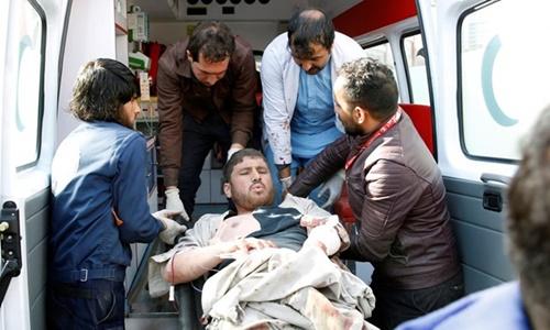 Một nạn nhân trong vụ đánh bom ở Kabul hôm 27/1. Ảnh: AFP.