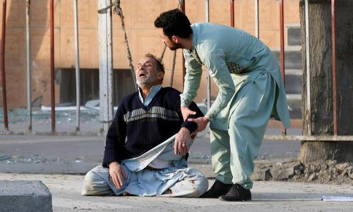 Nạn nhân bị thương sau vụ đánh bom. Ảnh: Reuters.