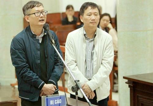 Bị cáo Thắng (áo đen) đối chất cùng bị cáo Trịnh Xuân Thanh. Ảnh: TTVXN