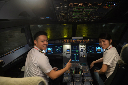 Cơ trưởng và Cơ phó của chuyến bay đặc biệt sẵn sàng với nhiệm vụ đặc biệt.