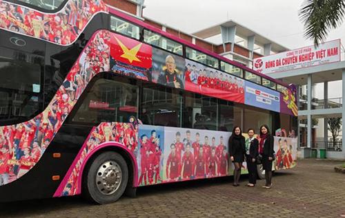 Các cầu thủ U23 Việt Nam sẽ diễu hành bằng xe buýt mui trần về trung tâm Hà Nội.