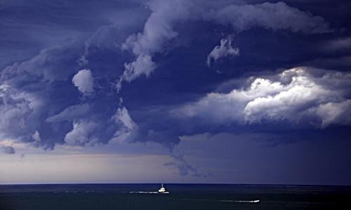 Các hạt aerosol trong khí quyển làm tăng kích thước mây và lượng mưa của những cơn bão. Ảnh: Reuters.