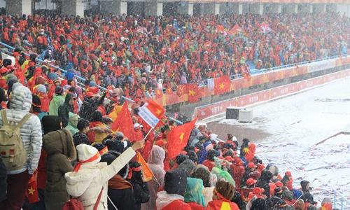 Sắc đỏ phủ kín khán đài sân vận động Thường Châu, Trung Quốc, trong trận đối đầu giữa U23 Việt Nam và Uzbekistan hôm 27/1. Ảnh nhân vật cung cấp.