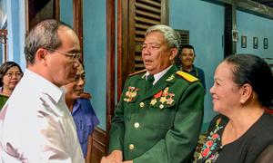Lãnh đạo TP HCM thăm gia đình biệt động Sài Gòn có hàng loạt hầm vũ khí