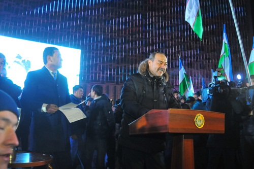 Thủ tướng Uzbekistan Abdulla Aripov phát biểu tại lễ đón ở khách sạn Uzbekistan.