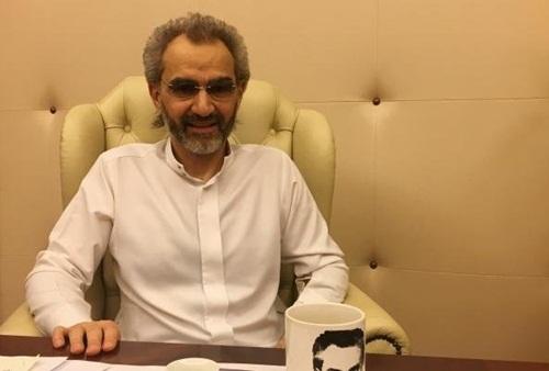 Hoàng tử Arab Saudi Alwaleed bin Talal trong căn phòng nơi ông bị giam giữ ở khách sạn Ritz-Carlton tại thủ đô Riyadh hôm 27/1. Ảnh: Reuters.