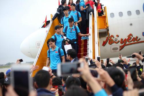 Chuyên cơ chở đoàn cầu thủ U23 Việt Nam ở sân bay Nội Bài. Ảnh:Đức Đồng