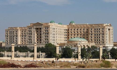 Khách sạn Ritz-Carlton ở Riyadh. Ảnh: Reuters.