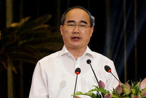 Bí thư Thành ủy TP HCM Nguyễn Thiện Nhân bày tỏ tri ân với các anh hùng, liệt sỹ. Ảnh: Tuyết Nguyễn.
