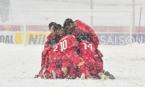 U23 Việt Nam ăn mừng sau bàn thắng gỡ hòa 1-1 trong trận chung kết AFC Cup hôm 27/1 vớiUzbekistan tại sân Thường Châu, Trung Quốc. Ảnh: AFP.